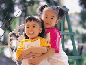 Saiba como a relação entre irmãos contribui na alimentação infantil