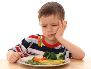 Crianças mais velhas têm menos chances de experimentar novas comidas saudáveis, afirma médico nutról