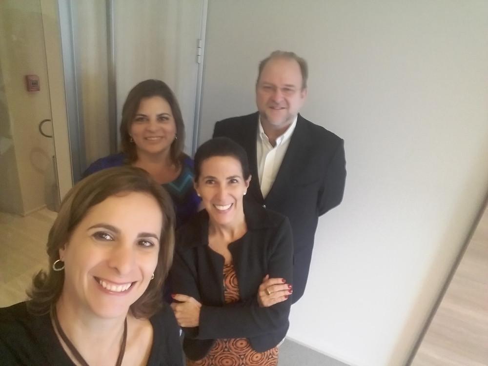 Lucy de Miguel (à direita), com Luciana Temer, Cristina Cordeiro e Victor Olszenski