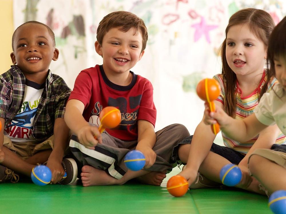 O curso tem como objetivo valorizar o brincar nos ambientes escolares. (Foto: Clickgrátis)
