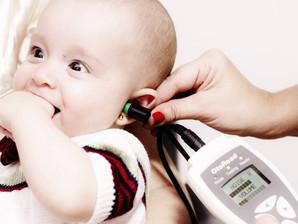 Teste da orelhinha: diagnóstico permite que bebês com deficiência auditiva desenvolvam a comunicação