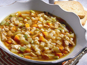 Sopa com peito de frango e legumes
