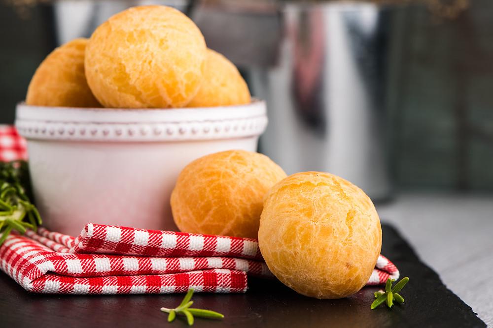 Receita de pão de queijo com gergelim que rende 25 unidades. (Foto: Canstock)
