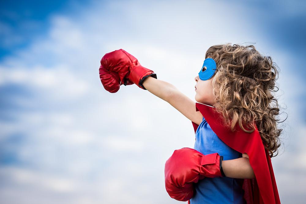 O incentivo dos adultos faz a diferença nas outras tentativas da criança. (Foto: Canstock)