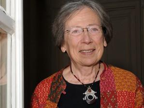 Especialista em literatura infantil, francesa ministra palestra no Sesc