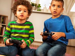 Crianças preferem videogame a brincadeiras e à prática de esportes, diz pesquisa