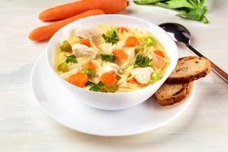 Sopa de macarrão com legumes