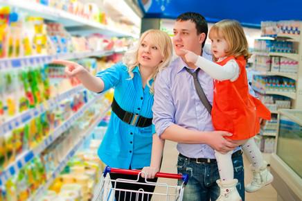 Pais são influenciados pelos filhos na hora da compra de alimentos, afirma pesquisa