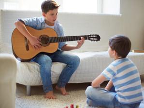 Especialistas apontam aulas de música como saída para concentração e socialização