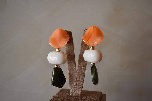 Brinco pedras resinado laranja