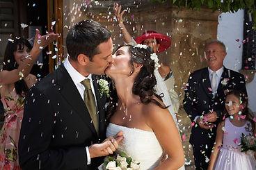 Besar a la novia