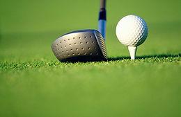 Golfclub und Kugel