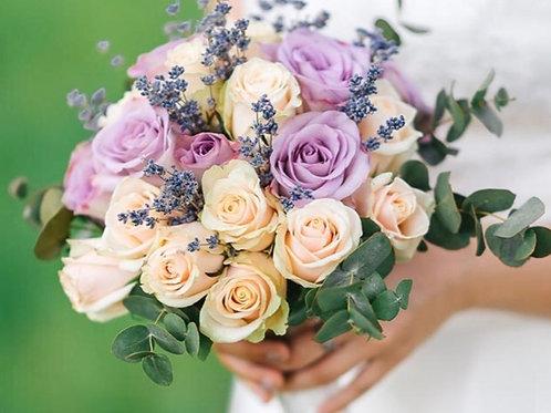 Букет невесты из роз, лаванды и эвкалипта