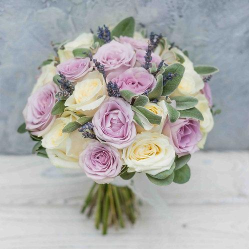 Лиловый свадебный букет из роз