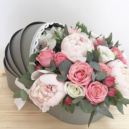 Цветы в коляске на выписку