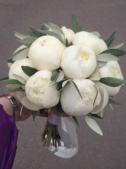 Свадебный Букет невесты из 13 пионов и оливы