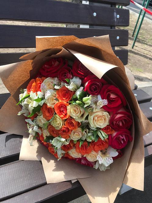 Букет из роз и астральмерии