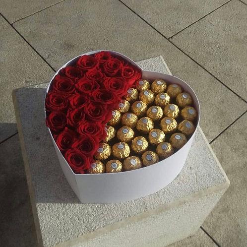 коробочки с розами и сладостями
