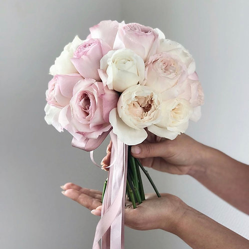 Букет невесты из пионовидных роз Кейра и Пурити