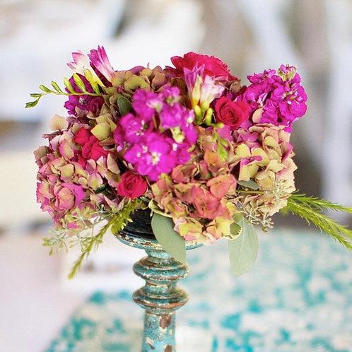 Цветочные букеты на столы гостей на банкет