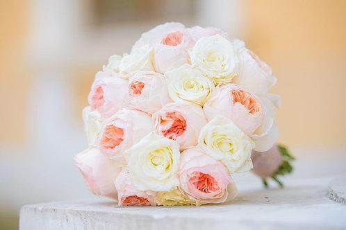 букет невесты из роз джульетта и белых роз