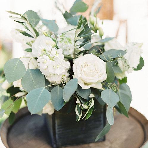 Небольшая цветочная композиция на столы гостей
