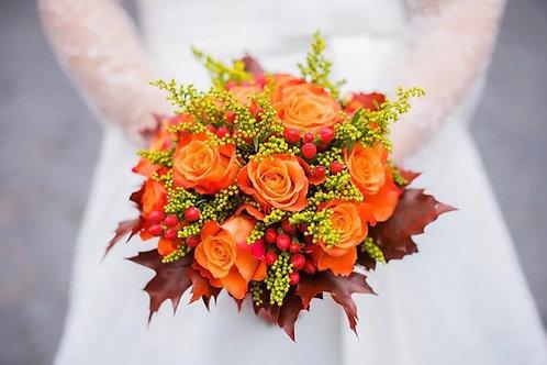 Свадебный букет невесты из роз и зелени