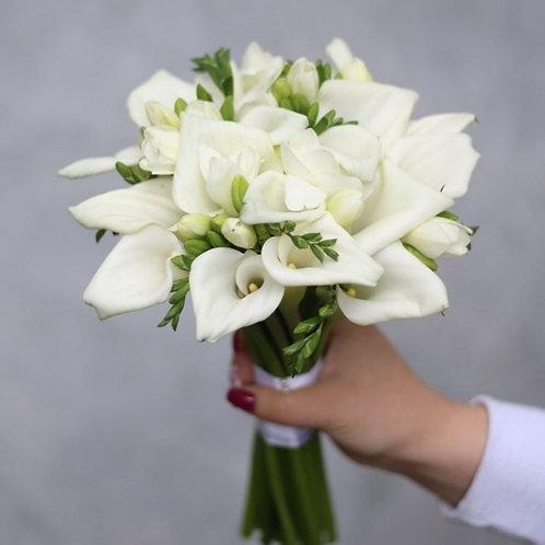 Букет невесты из калл и фрезии