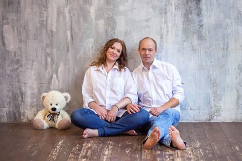 фотосессия беременной с мужем и дочкой