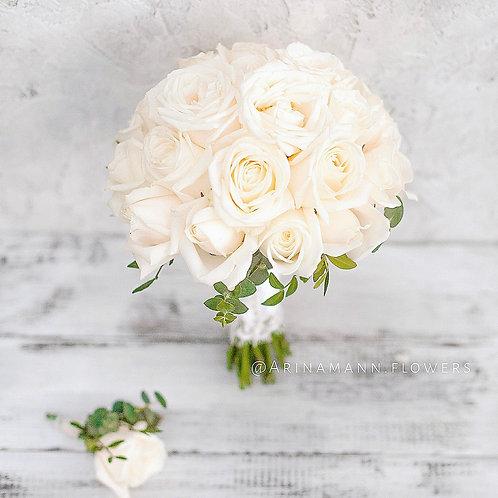 Букет невесты из белых роз на свадьбу