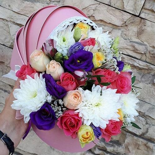 Цветы в коробке коляске