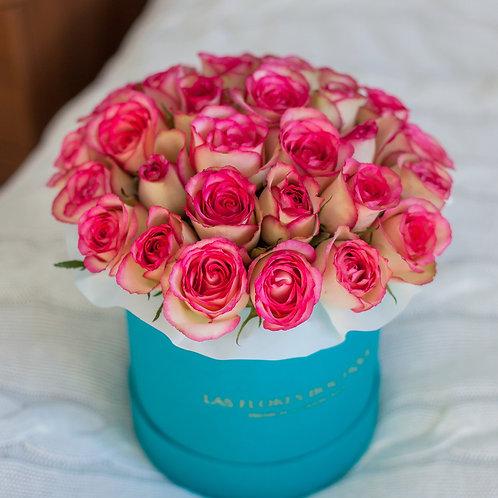 Розово-белые розы в шляпной коробке Tiffany