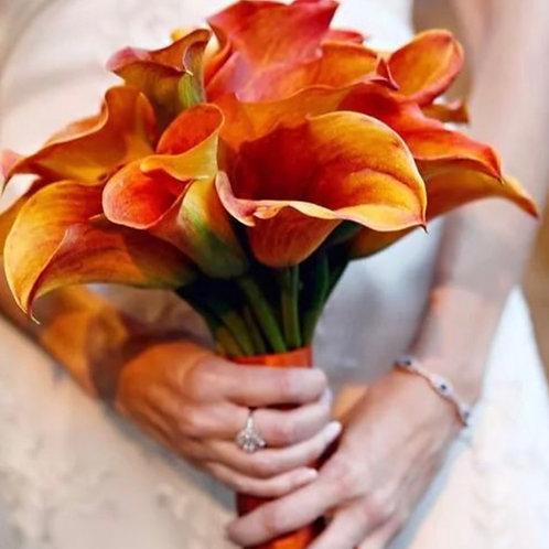 Свадебный букет невесты из персиковых калл