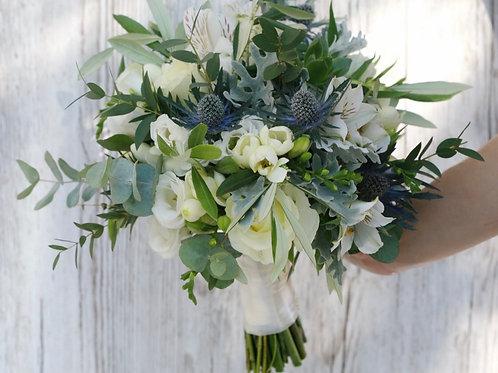 Раскидистый зеленый букет невесты