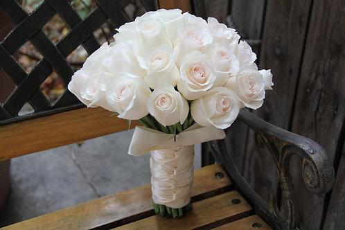Белый Букет невесты из белых роз