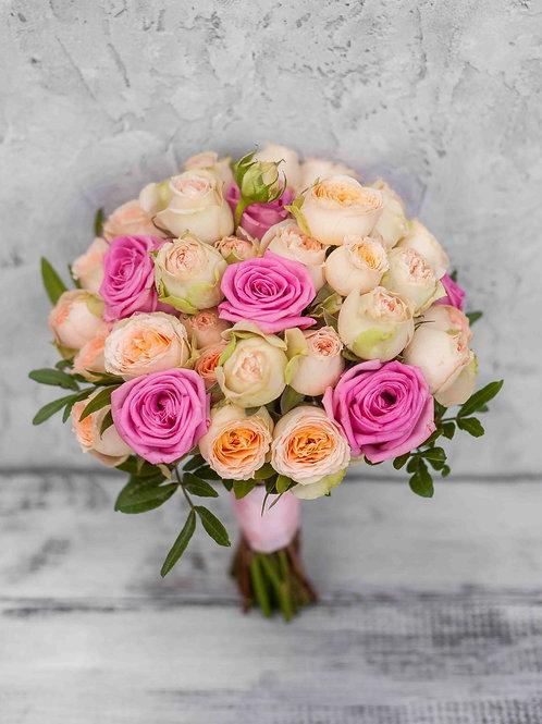 Свадебный букет из пионовидных кустовых роз