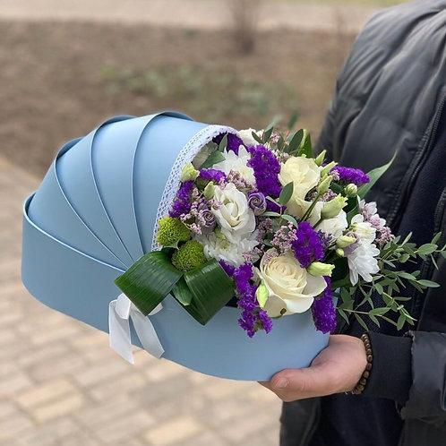 букет в коляске из цветов