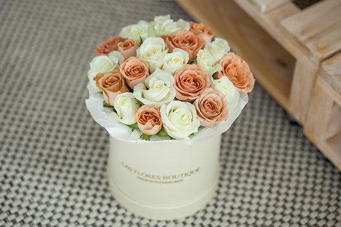 Розы в коробке купить Москва