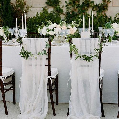 Декор стульев зеленью и тканью