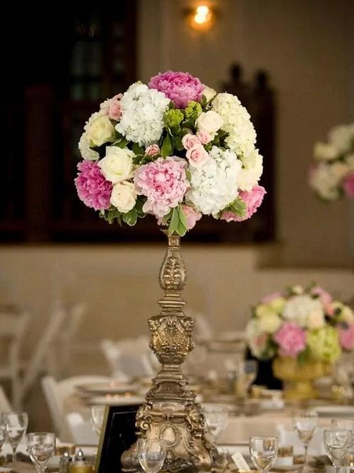 Свадебная цветочная композиция на банкет