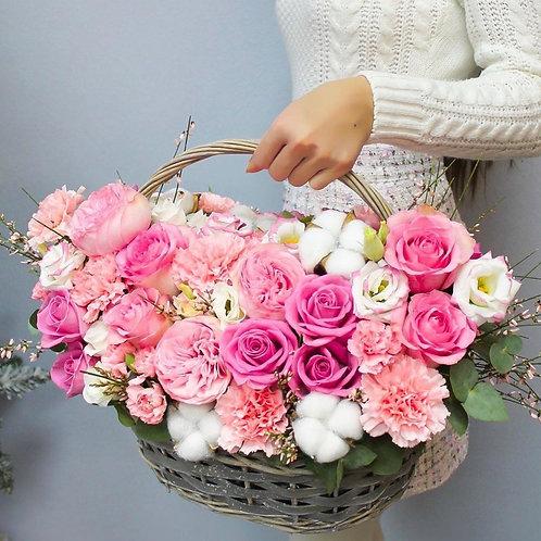 Корзина цветов розовая гамма