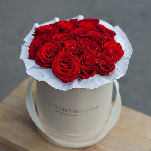 Красные розы Ред Наоми в шляпной коробке