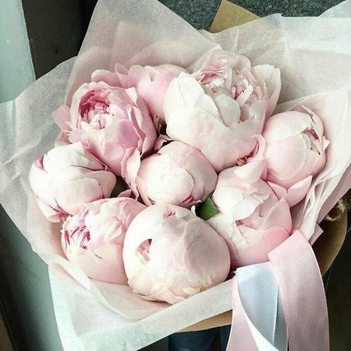 Букет нежно розовых пионов