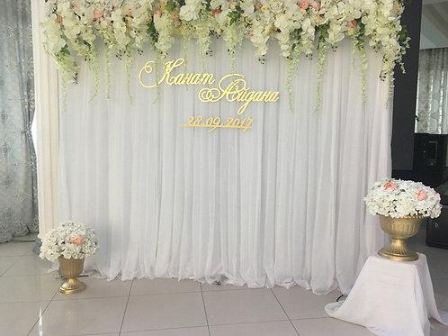 Фотозона с арка с цветами