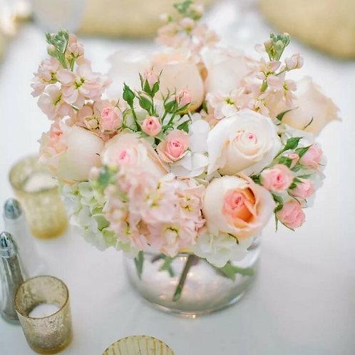 Композиция в розовых оттенках на стол гостей