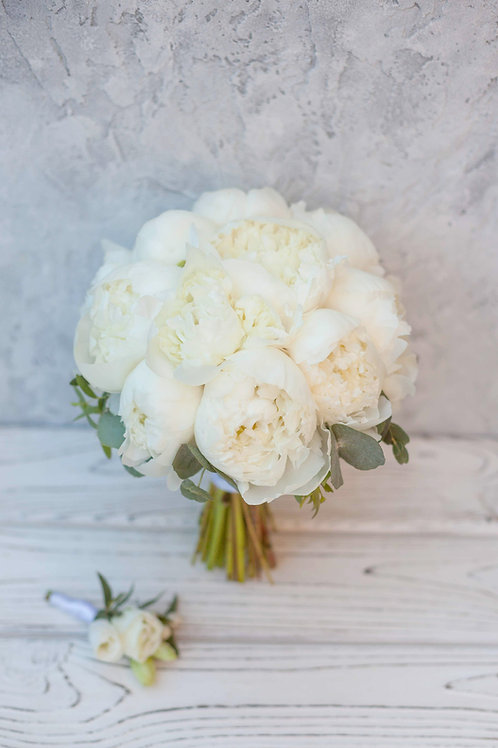 букет невесты из 15 пионов