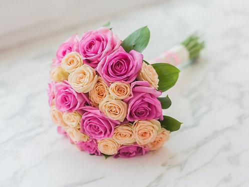 Розово кремовый свадебный букет