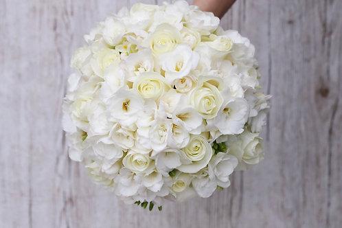 Белый свадебный букет невесты