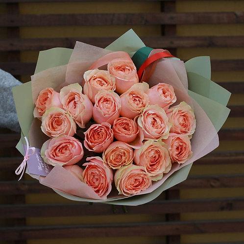Букет из пионовидных роз Гравити