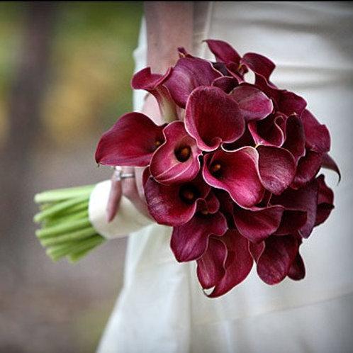 Букет невесты из бордовых каллов